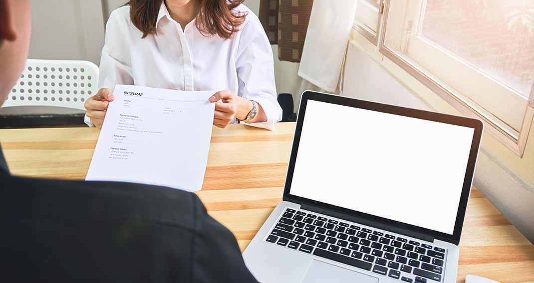 كيفية كتابة مهارات الكمبيوتر في السيرة الذاتية